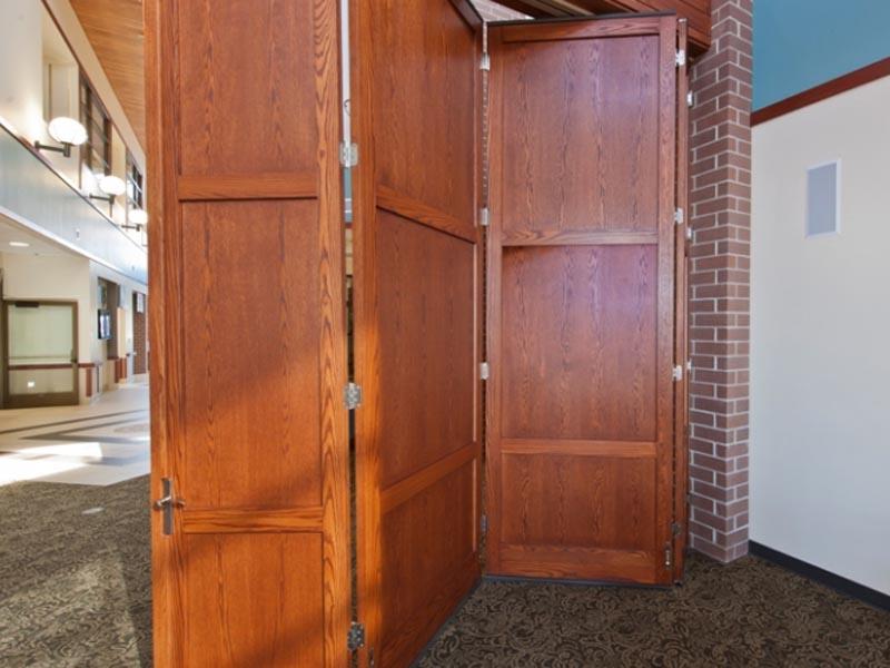 ฉากประตูบานเฟี้ยมไม้